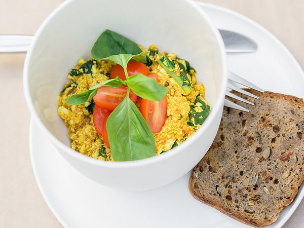 How to Green | Рецепт омлета из тофу с томатами