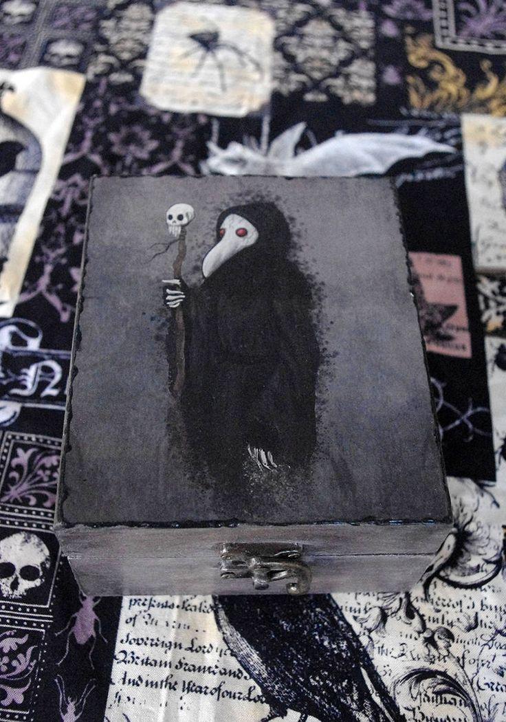 """Caja estilo gótico Pintada y decorada a mano con técnica decoupage. Ilustración """"Plaga"""". Decoración Gótica. Ilustración Doctor de la peste. de Villaoscura en Etsy"""
