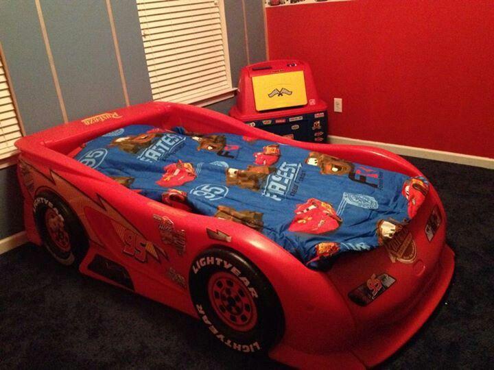 lightning mcqueen race car bed 1