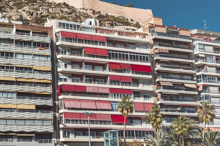 There's 2 things I love more than anything else in Spain - colourful roller blinds & Spanish flags all over their houses. I haven ever seen a country like Spain where people hang flags over balconies, windows, rooftops and what not… what's your greatest memory from Spain? 🇪🇸 #enroutewithakvile