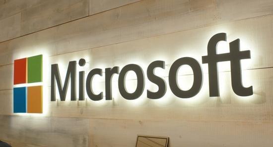 Η Microsoft δεν πρόκειται να μεταφέρει εφαρμογές Android στα Windows! - http://secn.ws/1TbzD83 - Η Microsoft ανακοίνωσε σήμερα ότι διακόπτει τις προσπάθειες της να προσφέρει στους προγραμματιστές έναν εύκολο τρόπο να βάλουν εφαρμογές Android στα Windows 10!   Η απόφαση επιβεβαιώνει τις φήμες από �