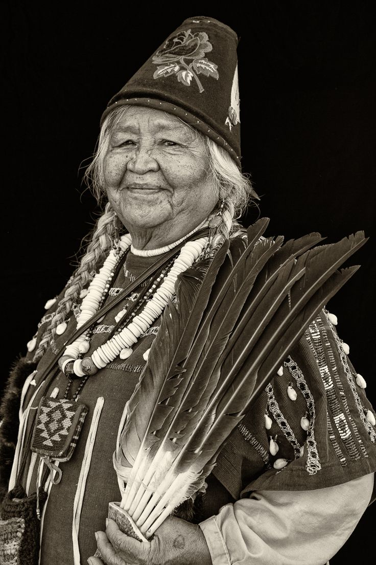 Nola Queahpama, Warm Springs Tribe. Joni Kabana Photography The Warm Springs Tribe is made up of the Upper Deschutes (Tygh), Lower Deschutes (Wyam), Tenino, and John Day (Dock-spus) bands.