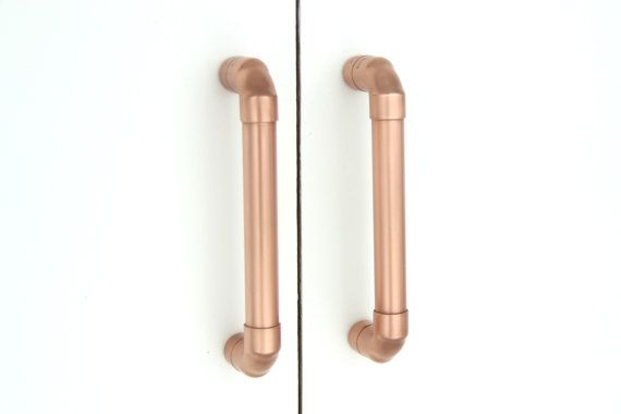 100% Pure Copper Pull  Here you have a beautiful contemporary PURE copper pull. Works great on cabinet doors, wardrobe drawers, cupboards, kitchen units and just about anything that can open. FEATURING: - Genuine 100% pure copper handle. - More smooth: This pull is sanded and buffed, to release the coppers smooth finish. - Coppers Natural antimicrobial benefits (see below to read more about this feature). - Various sizes available. - Handcrafted and engineered for long lasting impeccable…