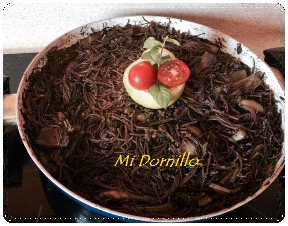 Mi Dornillo, la cocina de Estela.: Fideos Negros con Jibia. ( Receta hermanas Bernabeu)
