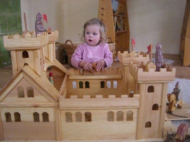 Holzspielzeug - Ritterburg Holz riesengroß und ein Traum - ein Designerstück von AltePosthalterei bei DaWanda