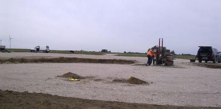 Badania geologiczno – inżynierskie określające przydatność podłoża dla budowy zespołu elektrowni wiatrowych w rejonie miejscowości Łobżany, powiat łobeski, woj. zachodniopomorskie.