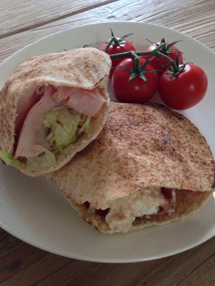 Healthy and Organic pita pockets: http://forkandkniv.com/pita-pocket-ham-bone-cottage-cheese-salad/