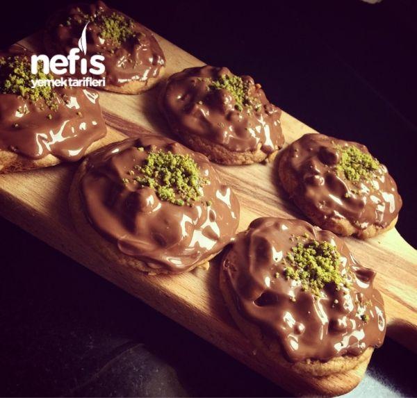 Tereyağlı Kurabiye Üzeri Çikolatalı Fındık (aşamalı)
