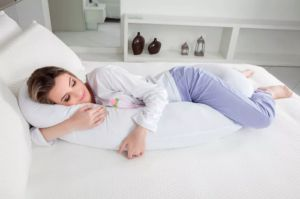 Veja como fazer o seu próprio travesseiro de corpo (bem útil para gestantes)