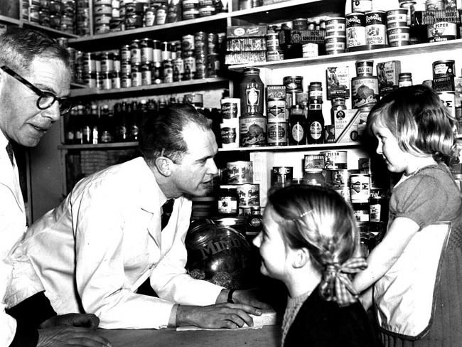 1950s Melbourne: Photos give a revealing insight into everyday life in Melbourne in the 1950s Picture: Herald Sun Image Librar