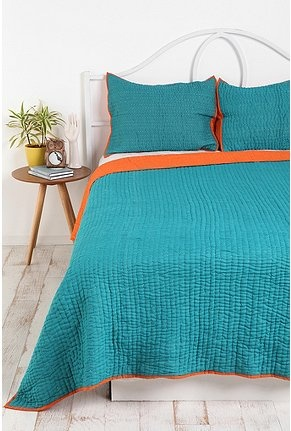 simple/pretty $19.99Bedrooms Redo, Colors Combos, Urban Outfitters, Beach House, Seeds Stitches, Beds Spreads, Master Bedrooms, Colors Blue, Stitches Quilt