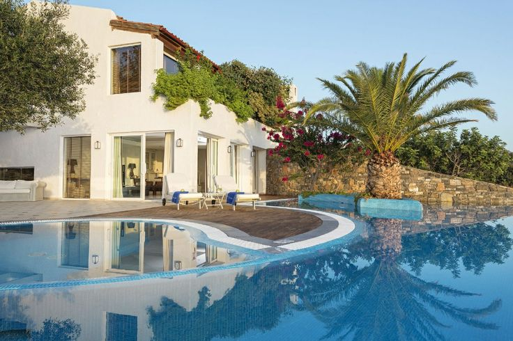 Total relaxation by the pool in your own privacy at Elounda Gulf Villas & Suites