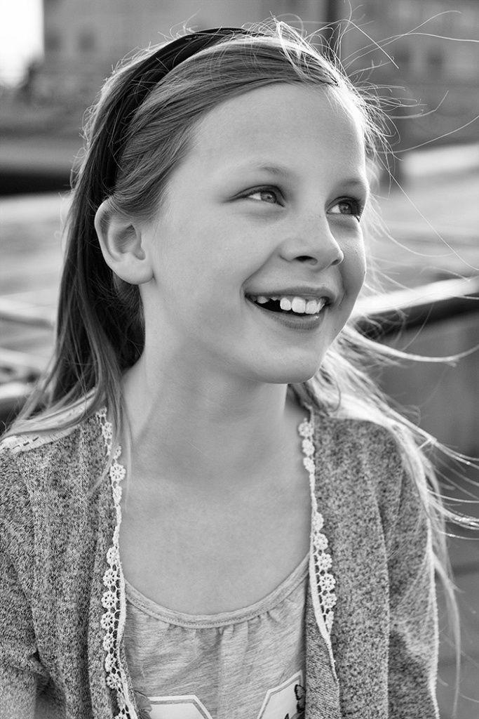 """#barnfotografering #göteborg #fotograf  Att vara yrkesfotograf är att pendla mellan en enorm glädje och lust att fotografera till stunder då det känns…ja """"mindre roligt"""".  Jag älskar verkligen att fotografera. För det mesta är det något av det bästa jag vet. Speciellt barnfotografering ger mig alltid ny energi. Men ibland dippar motivationen och då kan det vara bra med någon form av vägledning.  Så hur håller man passionen vid liv? Här följer några handfasta tips."""