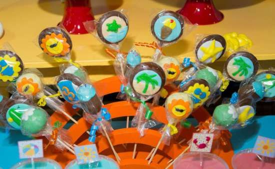 surfing party chocolate pops, Pirulitos e Cakepops tema Praia. Decoração A Casa de Experimentação de Idéias