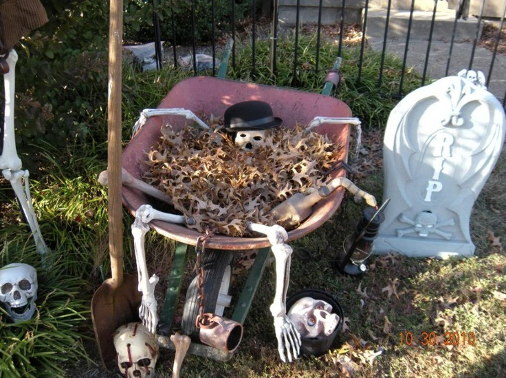 skeleton in the wheelbarrow after dying from digging too many graves makes great halloween yard decoration easy just fill with fall leaves and tuck in - Scary Halloween Yard Decorating Ideas