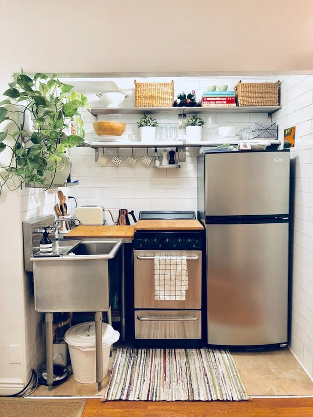 A 250 Square Foot Nyc Studio Is Tiny But Tidy Tiny House Kitchen Small Kitchen Apartment Kitchen