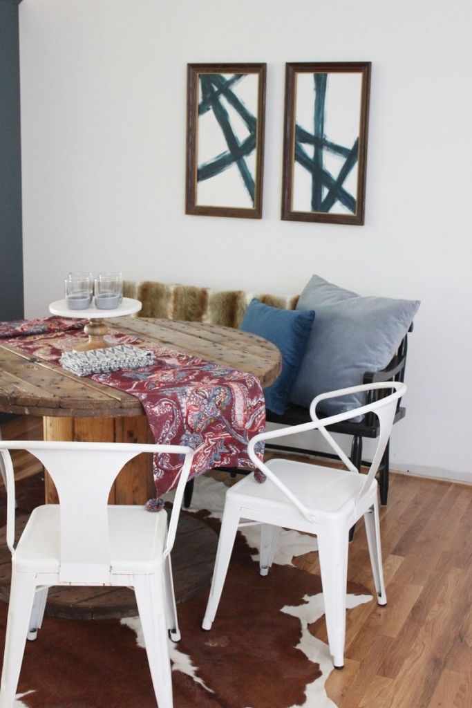 Cozy and rustic dining space with abstract modern art #dining #abstract #modern