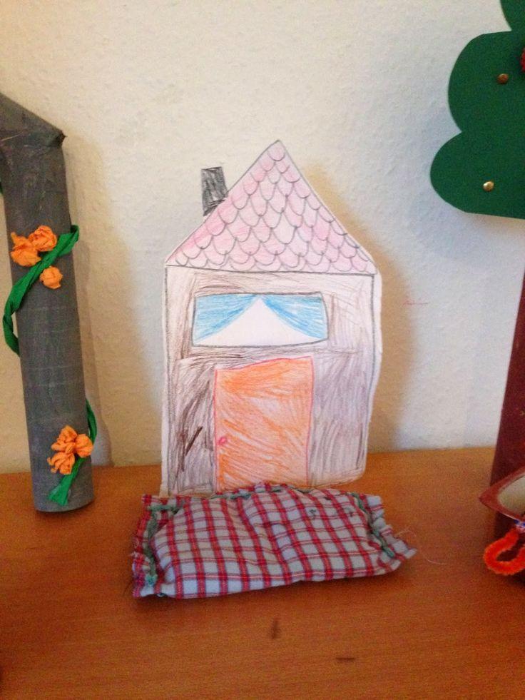 Märchen Frau Holle: das Haus von Frau Holle, die Bettwäsche