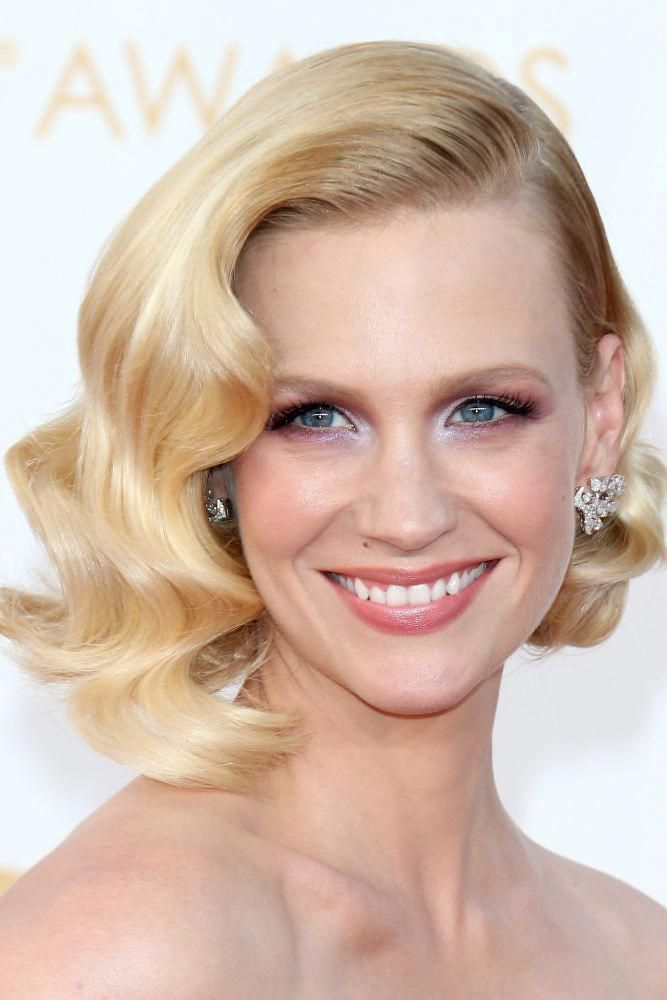 Wavy chic short hair part to the side. Elegant and classy. #Shorthairwedding
