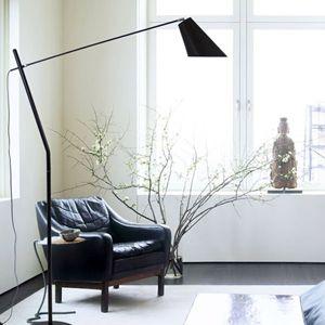 Lampadaire en métal avec abat-jour en lin Artic, proposé par la marque française…