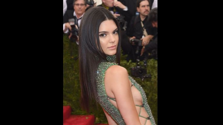 Kendall Jenner asistió al Met Gala 2015 con provocador vestido