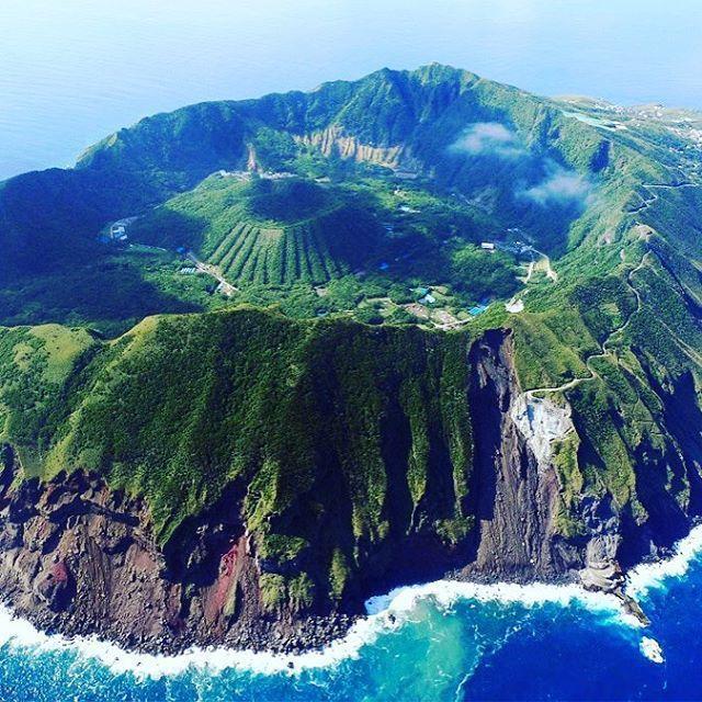 東京屈指の秘境!選ばれし者だけが上陸できる「青ヶ島」でやりたい7つのこと   RETRIP[リトリップ]