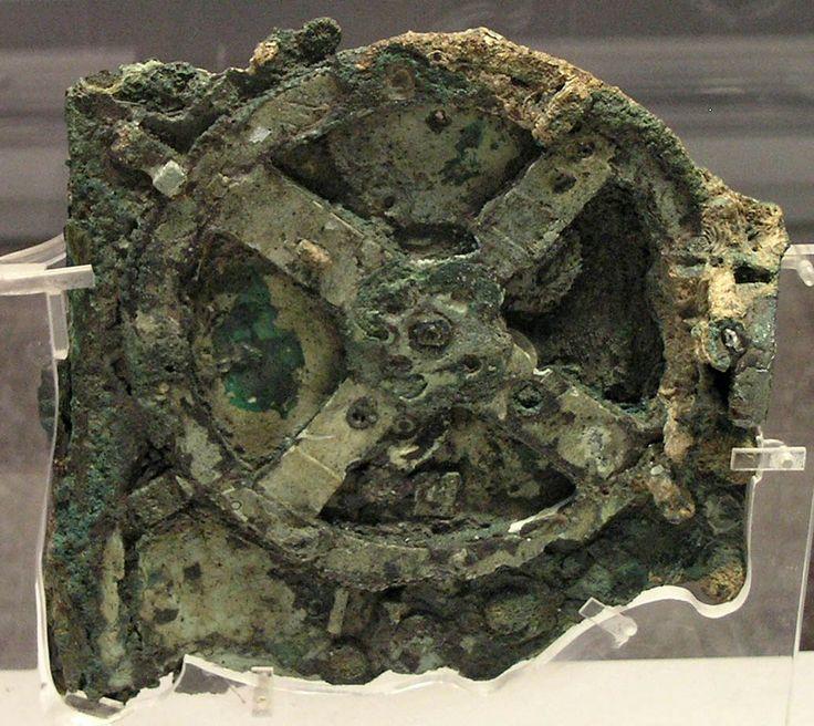 Anticitera  (Curiosità sconosciute)   Nel Museo archeologico nazionale di Atene sono custoditi frammenti di una macchina metallica rinvenuta da alcuni pescatori di spugne sui fondali dell'isola di Anticitera nel 1900. Un'anfora, rinvenuta assieme al meccanismo, reca incisa la data 65 a.C. >>>>> http://www.enciclopedia-mondiale.com/2014/03/anticitera-curiosita-sconosciute.html