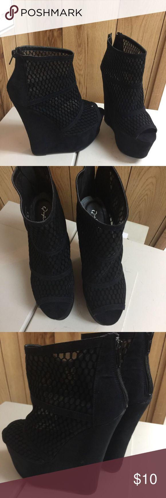 BNIB Black Caged Platform Shoe Size 7 BNIB/// Black Platform Caged Shoe///Zipper Back///Peep Toe Qupid Shoes