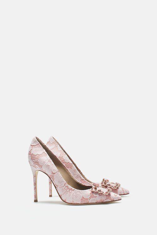 d89a72f0d6 Zapatos para invitada. ¡Una selección de lo más TOP con diseños y colores  espectaculares! Image  17