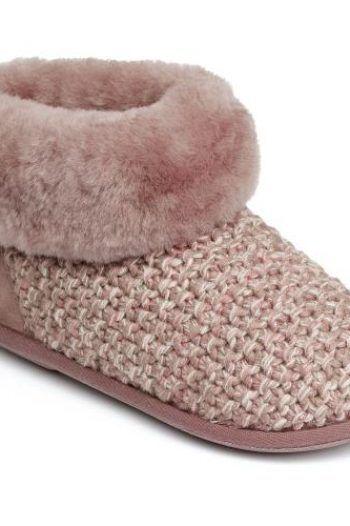 Ladies Butterfield Sheepskin Slippers Pink UK Size 34 1 220x330 Keep your feet warm in slippers