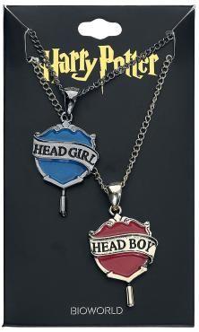 - Freundschafts-/Partnerketten von Harry Potter - eine goldfarbene und eine silberfarbene Halskette - die goldfarbene Halskette hat einen roten Anhänger mit Head Boy-Schriftzug - die silberfarbene Halskette hat einen blauen Anhänger mit Head Girl-Schriftzug - verstellbare Kettenlängen von ca. 47 bis 55 cm - Anhängermaße: ca. 2,5 x 3,5 cm - aus Zinklegierung  Ihr teilt mit jemandem eure Begeisterung für die Harry Potter-Welt? Dann sind diese Freundschaftsketten von Harry Potter ideal für ...