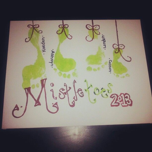 Mistletoes Footprint Art | Via Rebecca Trosclair