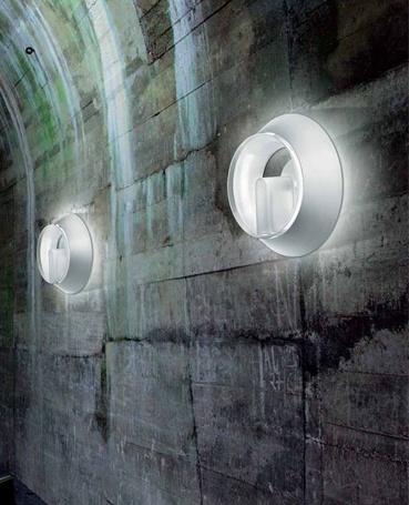 Lampada da perte/soffitto. Diffusore In materiale acrilico trasparente, appositamente trattato per la diffusione ottimale della luce.