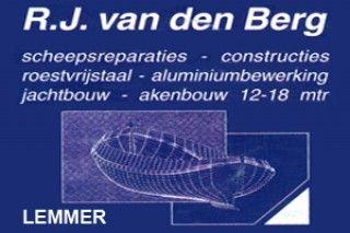 Firma R.J. van den Berg - Lemmer » Stichting Stamboek Ronde en Platbodemjachten. Mijn neef heeft de scheepswerf van zijn vader overgenomen en mijn oom weer van mijn opa