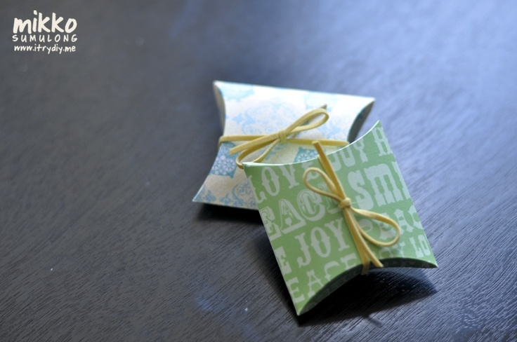 i try DIY: Weekly Wrap-Up: Pillow BoxesPillows Boxes, Ideas, Diy Paper Favors Boxes, Gift Boxes, Little Gift, Weeks Wraps Up, Scrapbook Paper, Paper Crafts, Diy Pillows
