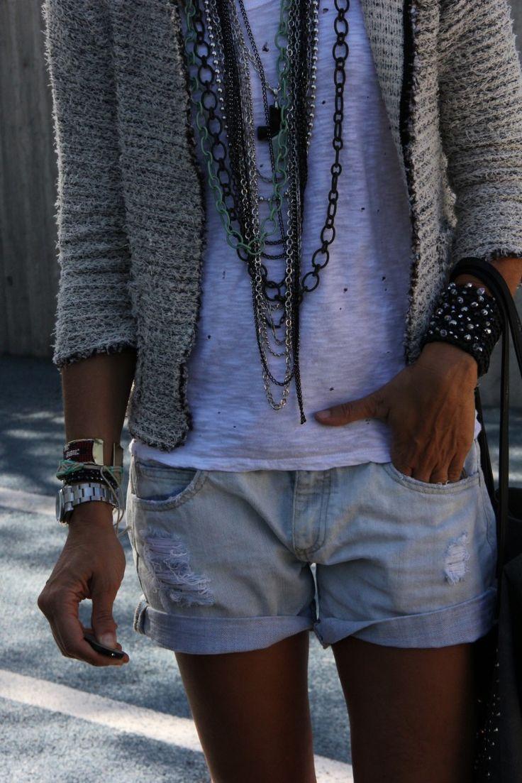 Combinar shorts vaqueros (jeans) con chaqueta de tweed  by Mytenida