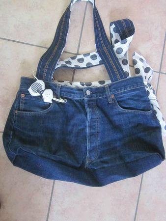 sac avec pantalon en jeans