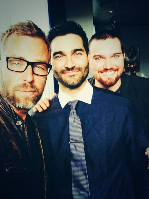 JR Bourne tries on Tyler Hoechlin's glasses and snaps a pic with Tyler and his brother Tanner! MTV #MovieAwards 2014!