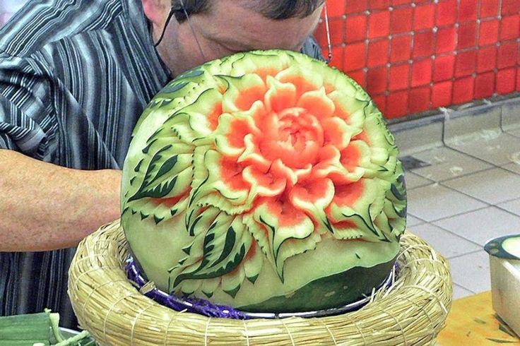Google Image Result for http://fnrad.com/wp-content/uploads/watermelon-rose-carving-900x600.jpg