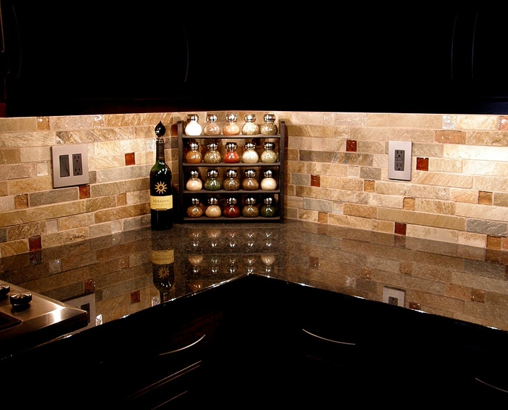 Back splash. I like the mix of stone and glass. I might lean towards more white stone, and probably a blue/teal glass, but this mix of textures is interesting.