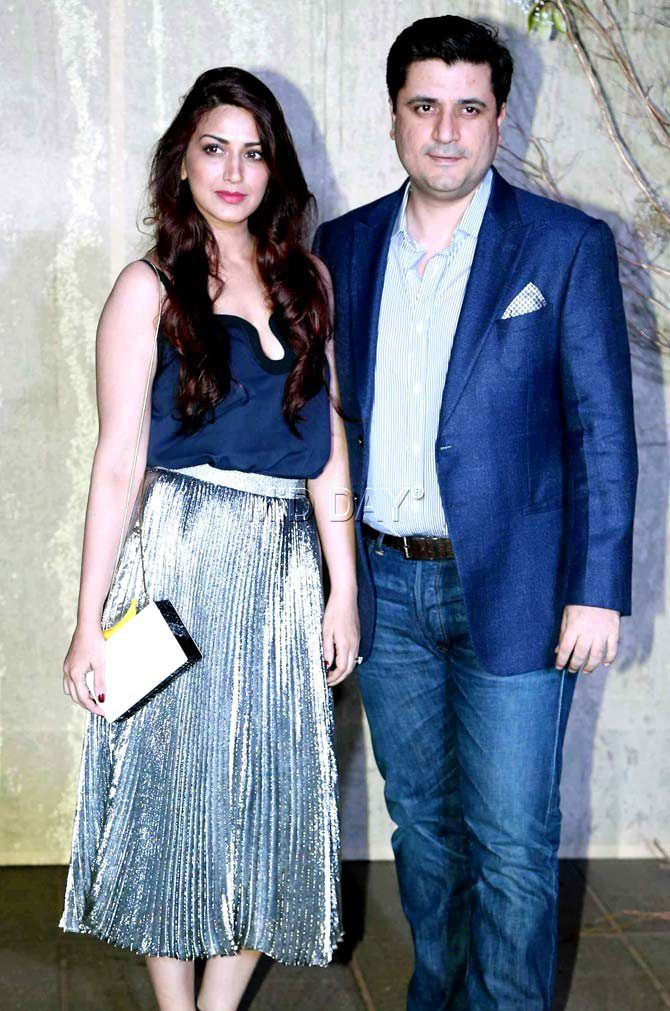 Sonali Bendre with husband Goldie Behl at Manish Malhotra's grand birthday bash. #Bollywood #Fashion #Style #Beauty #Hot #Sexy
