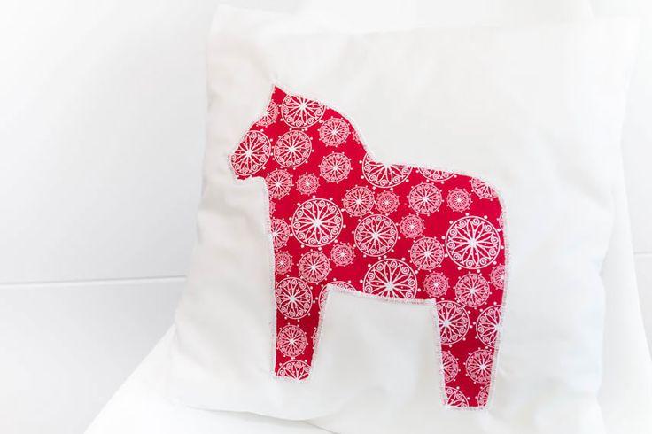 die besten 25 dalarna pferd ideen auf pinterest dalapferd kreuzstich pferd und sticken. Black Bedroom Furniture Sets. Home Design Ideas