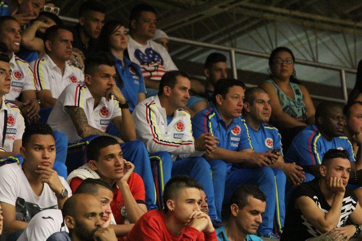 Los integrantes de la Selección Colombia asisten a la semifinal de la Liga Argos Futsal, entre Real Antioquia y Deportivo Saeta.
