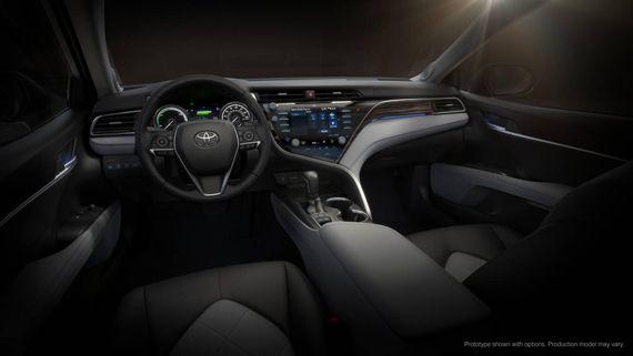 Интерьер седана Toyota Camry 2018 / Тойота Камри 2018
