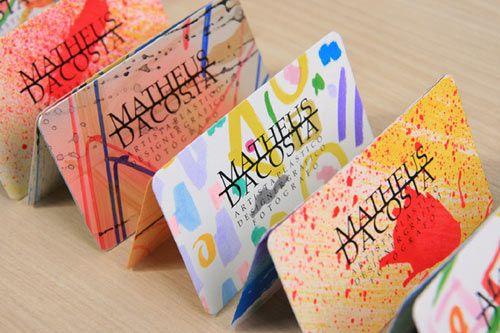 Desean coloridas tarjetas de presentación.  http://www.frogx3.com/2012/04/22/originales-coloridas-tarjetas-presentacion-matheus/