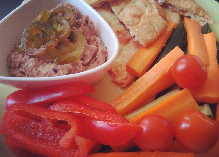 Homemade hummus, homemade pita chips, crunchy veg to dip...yum!