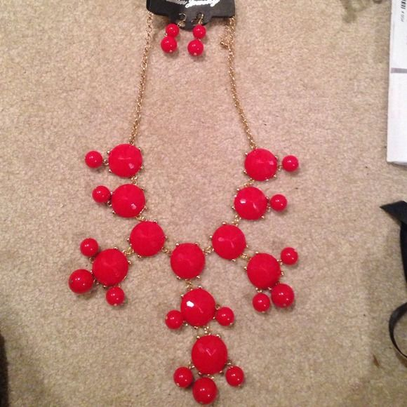 ‼️MARKDOWN‼️Large red bubble necklace Large red bubble bib necklace with matching dangling earrings Unknown Jewelry Necklaces