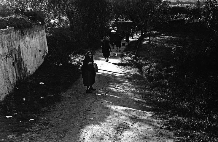 OLD WOMAN TURNING AROUND | NEAL SLAVIN PHOTOGRAPHY