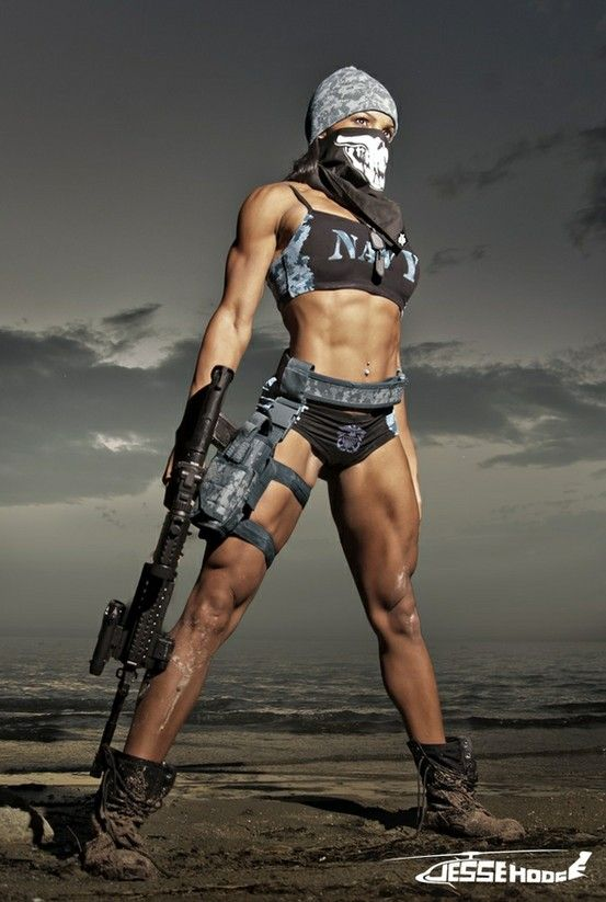 Would be even more badass if she was a USMC chick... Super hot bod