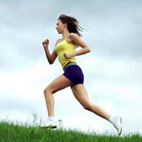 Как правильно бегать,что бы похудеть! На самом деле, бег трусцой минут 15-20, не сжигает жир. Интервальный бегпоможет ответить на вопрос: как правильно бегать, чтобы похудеть. Этот способ, при котором вы чередуете бег с наибольшими усилиями с отдыхом, действительно поможет сжиганию жиров. Для этого вы 100 метров идете шагом, 100 метров бежите трусцой и 100 метров бег с максимальной скоростью, затем опять шагом.  Почему при таком беге сжигаются жиры? Когда вы бежите, прилагая максимум…